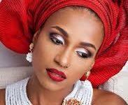 Extraordinary Make up Artist